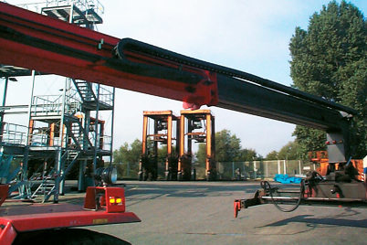 Application example: unsupported lengths of e-chain® in reach stacker